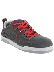 S3 SRC. Low cut trendy safety trainers.Nubuck leather.